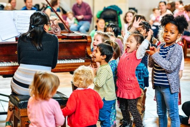 Children enjoying a piano concert © Alejando Tamagno